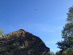 Survol de ruines avec un drone