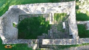 Vue verticale d'une maison du Xeme siècle